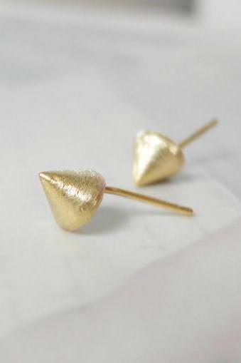 Cone stud earrings in gold
