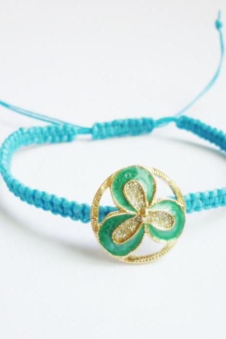 Vintage Green Leafs Button in Blue Adjustable Friendship Bracelet - Gift under 15 - Gift for Her