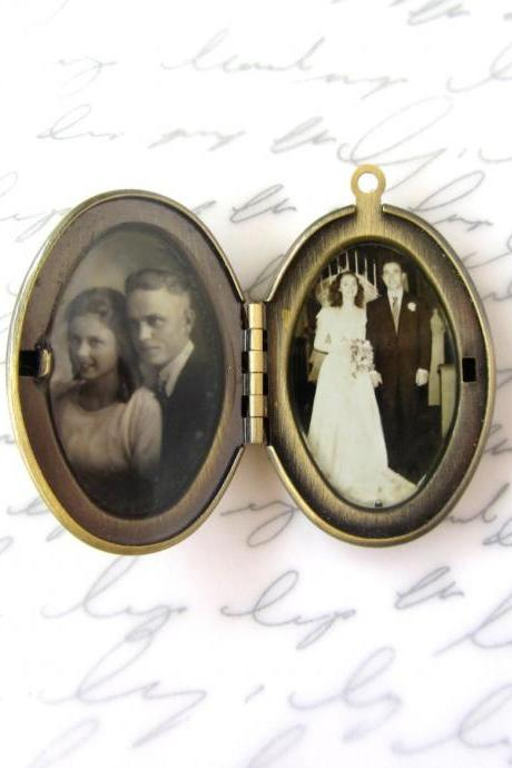 Custom locket w/ your photo, oval pendant, personalized jewelry, lead-free