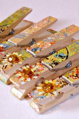 Decorative clothespin pegs, Set of 5 hand decorated clothespins, clips Wooden clothespins