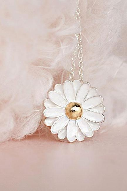 White Daisy Flower Necklace, Woodland Nature Inspired, Bridesmaid Gift