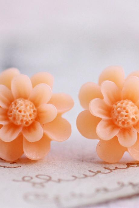 Peach flower earrings, resin flower earrings, cute daisy earrings, resin earrings, flower cabochon earrings, cute girlie earrings