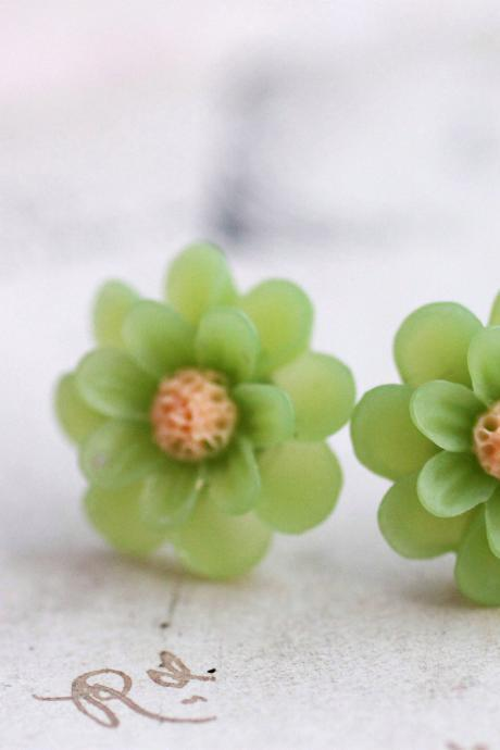 Colorful flower earrings, daisy earrings, green earrings, resin flower earrings, green flower earrings, lime green earrings, spring colors