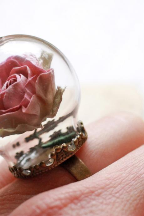 Miniature terrarium ring, pink rose ring, terrarium jewelery, statement ring