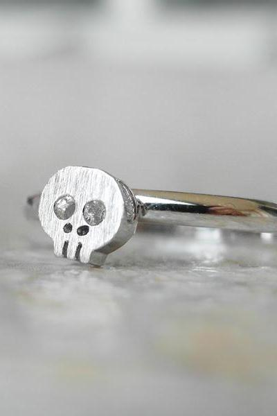 Skull ring, knuckle ring in silver, adjustable ring, everyday jewelry, delicate minimal jewelry