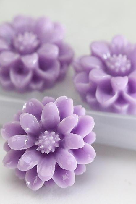 Lavender Chrysanthemum Resin Cabochons 10pc