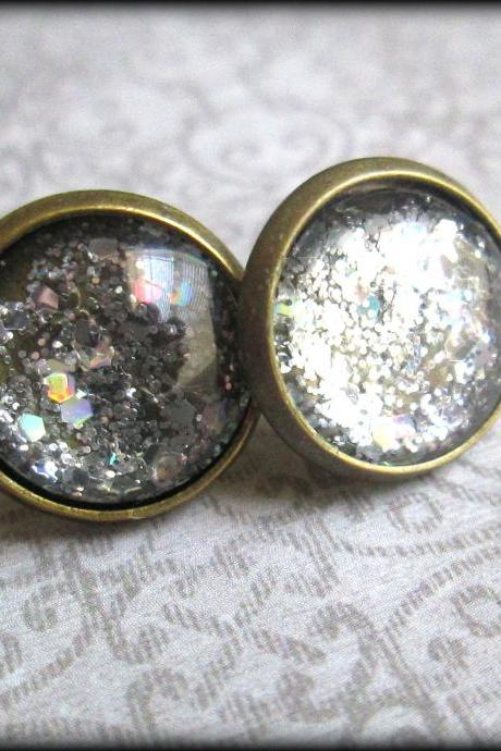 Silver.Glitter.Post earrings.Vintage style.Handcrafted.Handpainted.