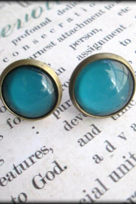 Teal blue round post earrings.Vintage style.Antiqued brass.Blue.Trendy.Summer style.Post earrings.Earrings.