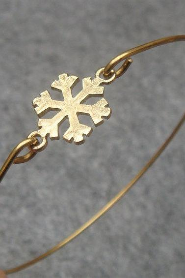 Lovely Snowflake Bangle Bracelet
