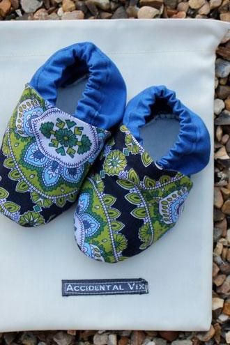 Baby booties, jasmine paisley, 3-6 months (medium)
