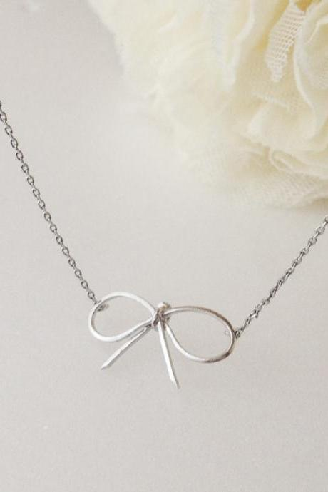 Bow necklace in Silver