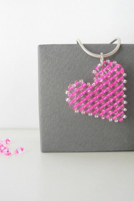 pink heart beaded pendant,heart pendant necklace,Beadwork, pink heart necklace,pink pendant