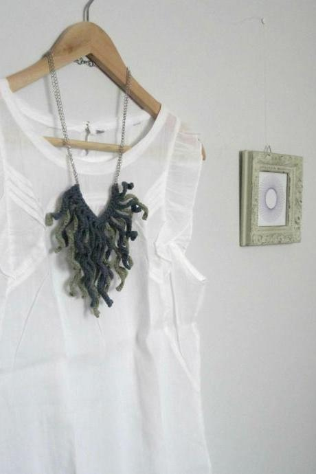 Crochet fringes necklace, moss green and grey cotton yarn.