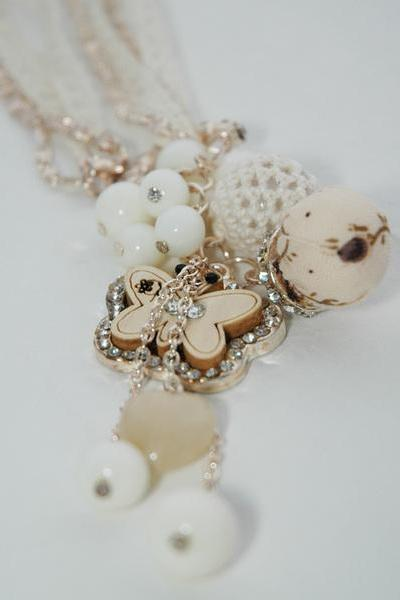 Cute Beige Elegant Mixed media/material Necklace